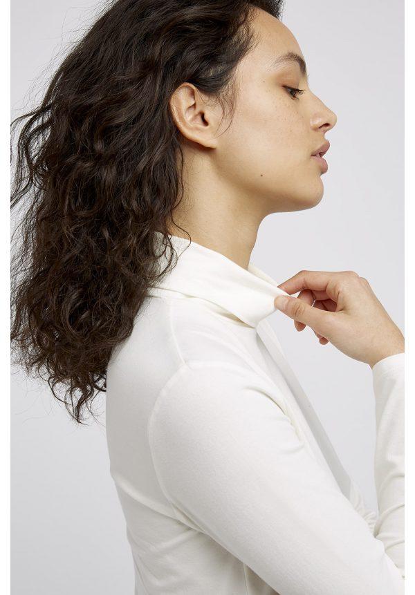 People Tree trui Laila Turtleneck kleur White_KOKOTOKO duurzame kleding