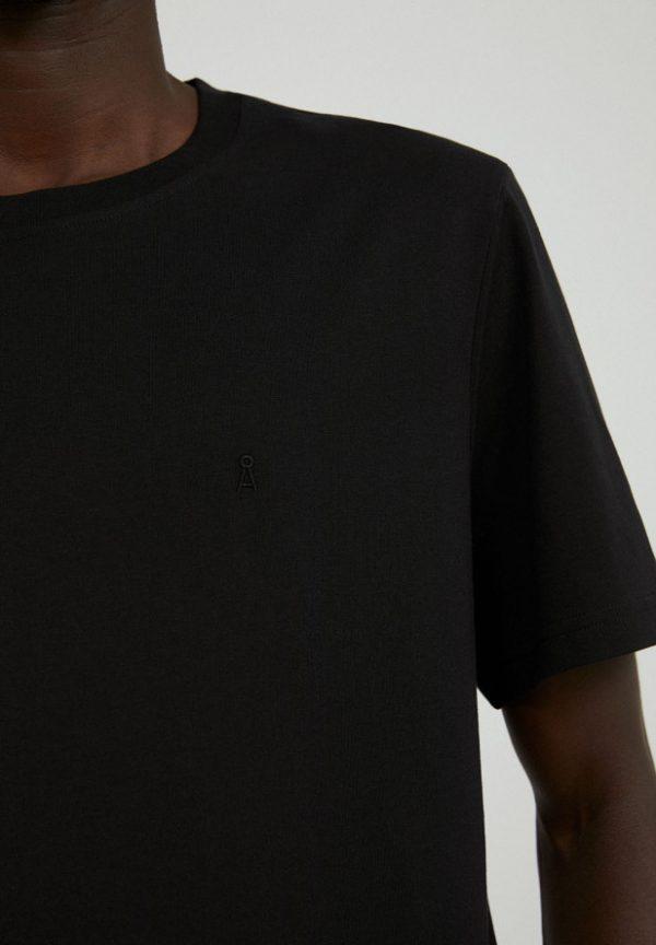 Armedangels Aado t-shirt Acid black _ KOKOTOKO duurzame kleding Groningen