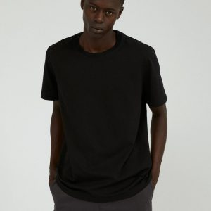 Armedangels Aado t-shirt in kleur Acid black _ KOKOTOKO Oosterstraat Groningen, duurzame t-shirts, duurzame kledingmerken, eerlijke kleding, vegan mode, fair trade online webshop, fair fashion, happy stuff