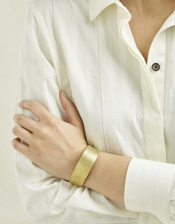 People Tree accessoires Brushed cuff armband van Brass Oosterstraat Groningen duurzame kleding fair fashion happy stuff