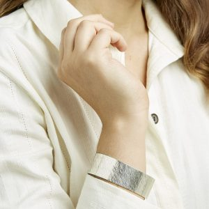 People Tree accessoires Brushed cuff armband van Silver Oosterstraat Groningen duurzame kleding fair fashion happy stuff