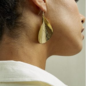 People Tree accessoires Curled Leaf earrings van Brass Oosterstraat Groningen duurzame kleding fair fashion happy stuff