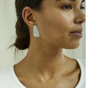 People Tree oorbellen Wing Stud earrings van Silver_KOKOTOKO Oosterstraat Groningen duurzame kleding fair fashion happy stuff