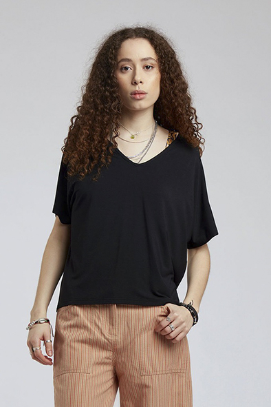 Komodo t-shirt Pacha top kleur Black Oosterstraat Groningen duurzame kleding fair fashion happy stuff