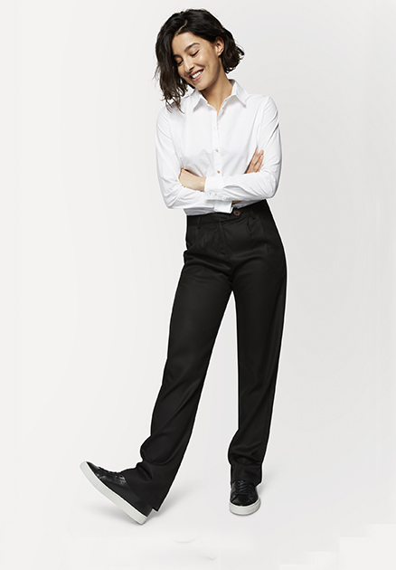 Charliemary Stella trousers in kleur Black _ KOKOTOKO Oosterstraat Groningen, duurzame dames broeken, duurzame kledingmerken, eerlijke kleding, vegan mode, fair trade online webshop, fair fashion, happy stuff