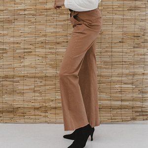 JLabel broek Nila pants in Camel Oosterstraat Groningen duurzame kleding fair fashion happy stuff J LABEL